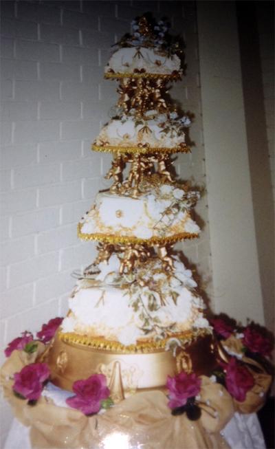Mum's Gold Wedding Cake