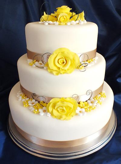 Jackie's yellow rose wedding cake